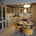 Кухня с фасадами из массива Ясеня (Италия)